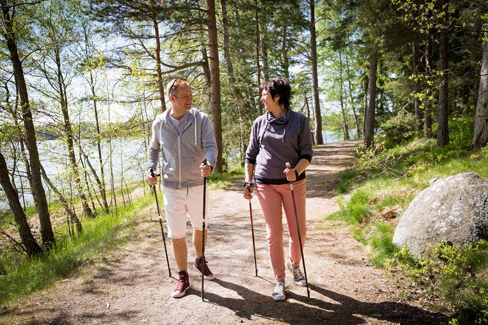Hirsch-Ernaehrungsberatung-Praeventionskurs-Nordic-Walking-Gesundheit-Sport-Berlin-Steglitz